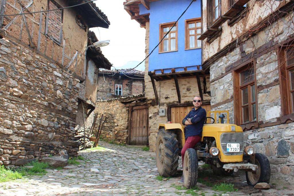 Cumalıkızık'ın meşhur rengarenk traktörleri:)