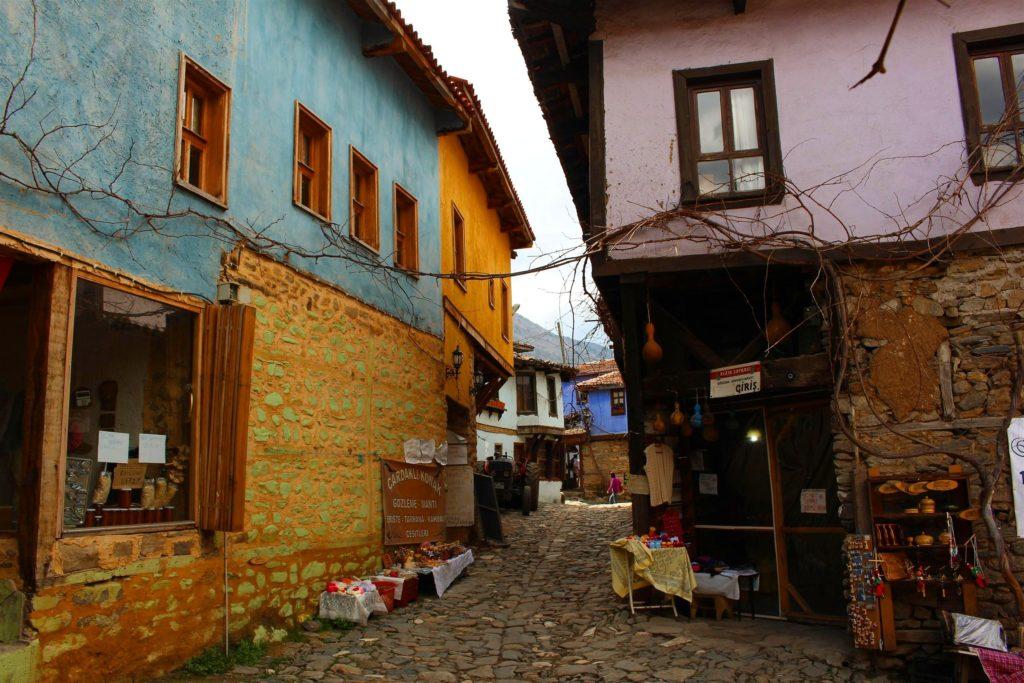 Cumalıkızık renkli evleri ve sokakları