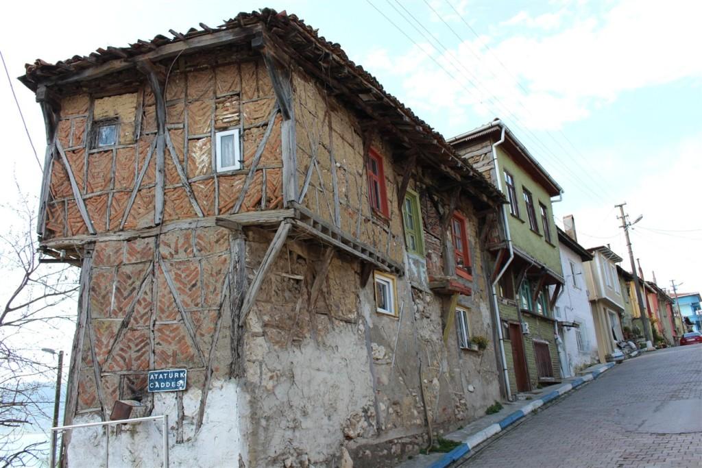 Gölyazının eski tarz evleri.