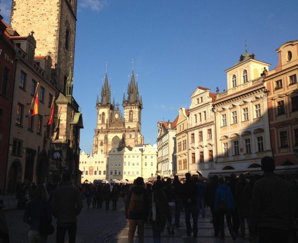 Prag Astronomik Saat Önünde Bekleyen Kalabalık