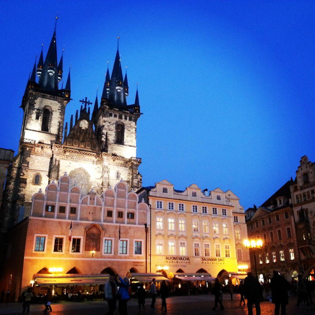 Prag Eski Şehir Meydanı Akşam Saatleri