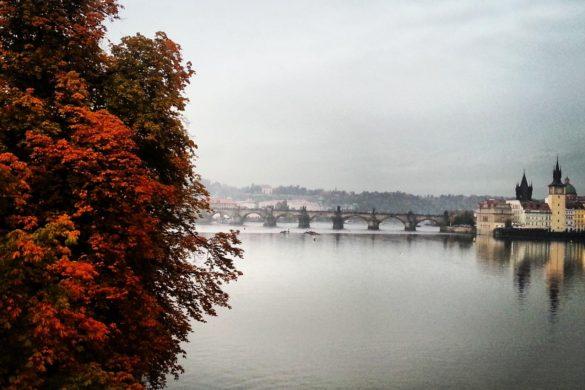 Prag Vltava Nehri ve Karluv Most Köprüsü