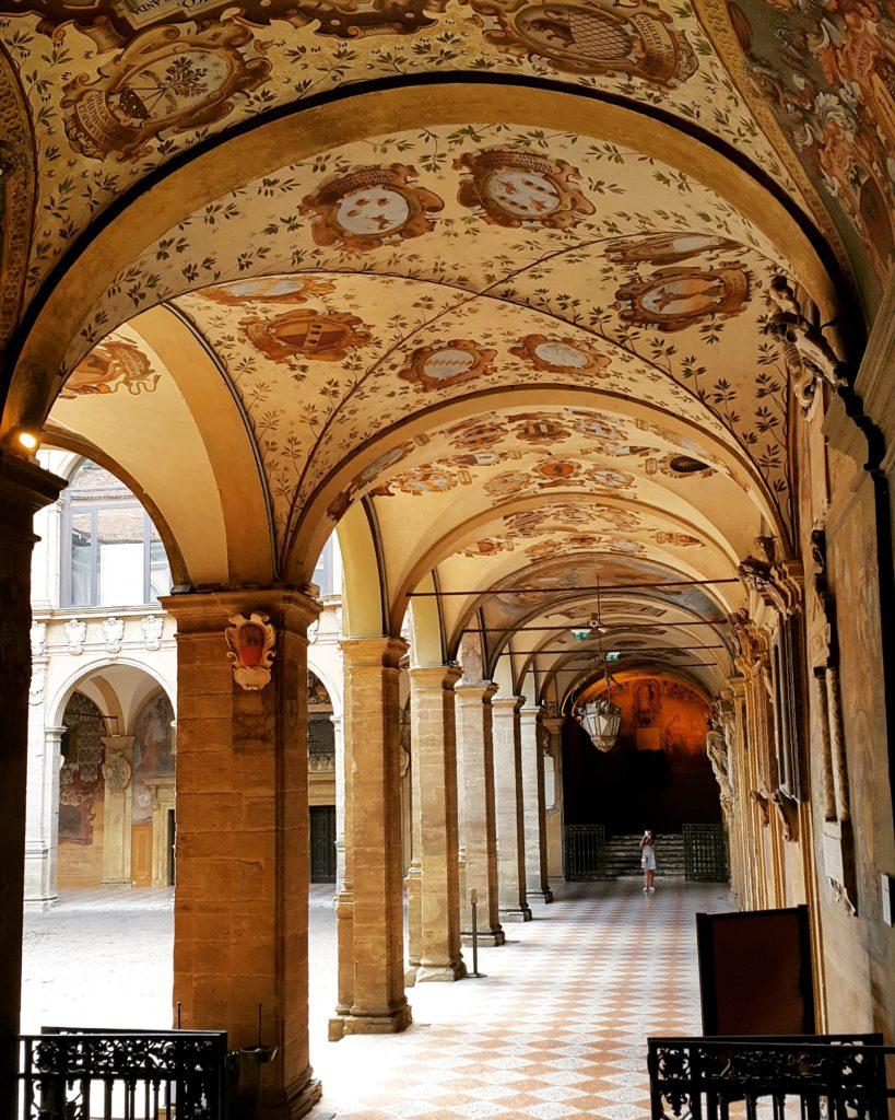 """Palazzo/Biblioteca dell""""Archiginnasio'nun muhteşem güzellikteki duvar ve tavan süslemeleri"""