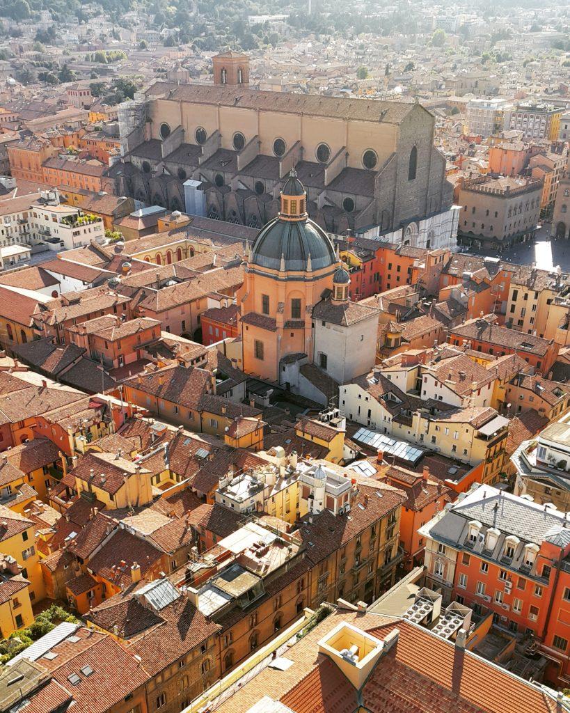 Asinelli Kulesi'nden Bologna'nın muhteşem kızıl manzarası