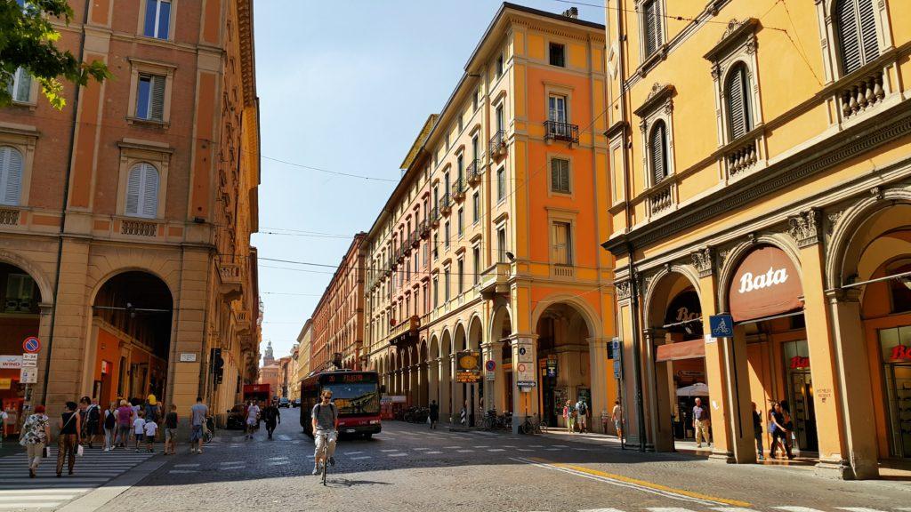 Bologna'nın en büyük caddelerinden Via dell'Indipendenza