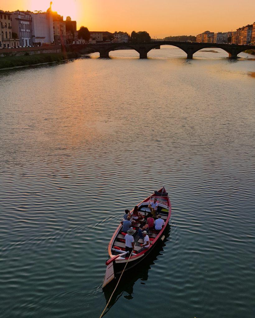 Floransa'dan geçen Arno nehrinde gün batımı