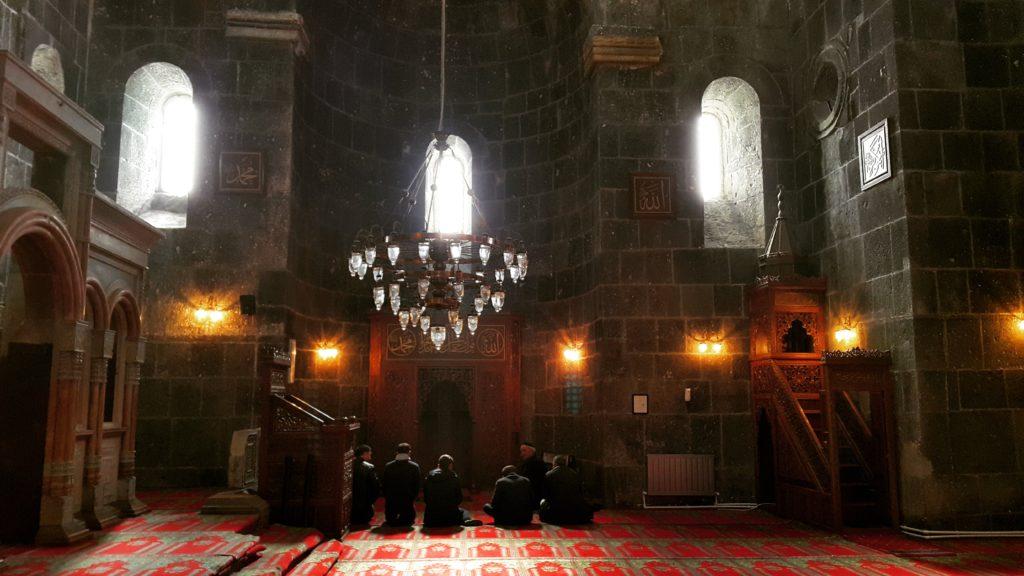 Eskinin 12 Havariler Kilisesi, günümüzün Kümbet Camii içerisi.