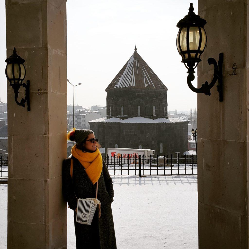 Kars'taki en güzel fotoğralarımdan biri:) Ulu Camii şadırvanından Havariler Kilisesi(Kümbet)