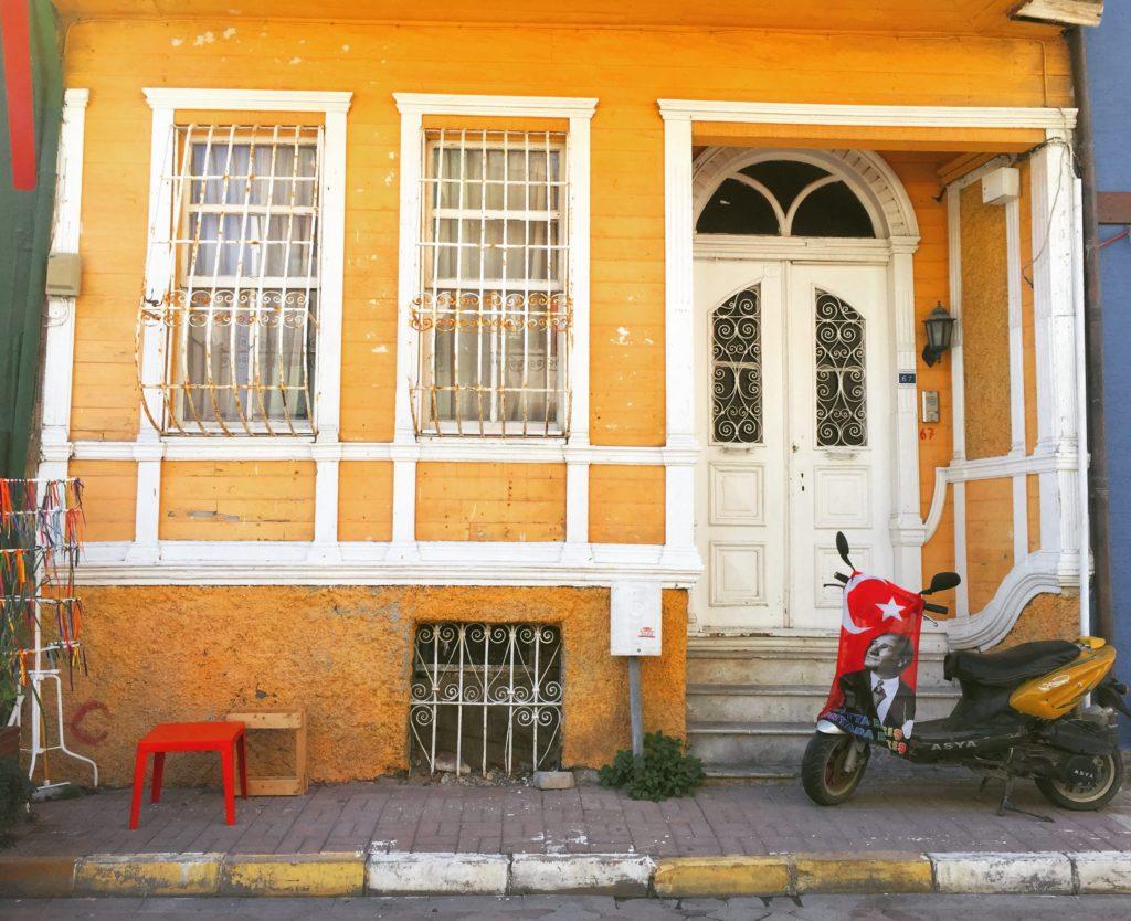 Mudanya'nın şirin renkli evleri