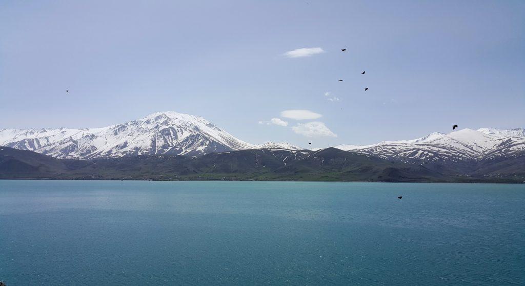 Van Gölü'nden Artos Dağı manzarası