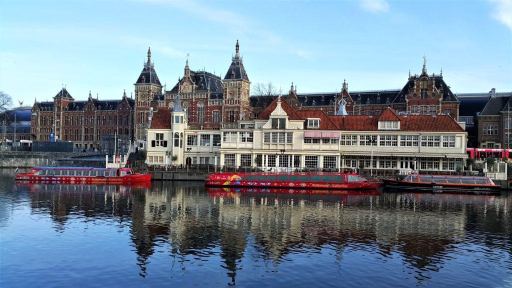 Amsterdam Central Station (Tren Garı)
